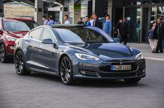 Frankfurt - sept 21: new 2014 tesla model s eletric auto presented as world p Stock Photos