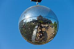 Disco pallo sininen taivas Kuvituskuvat