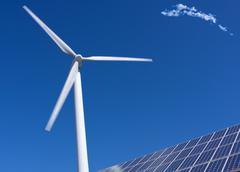 Tuulivoimala ja aurinkopaneelit Kuvituskuvat