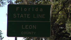 Florida, CU Florida border sign ZO to Welcome to FLorida sign Stock Footage