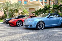 Dubai, uae - september 11: the atlantis the palm hotel and limousines. it is Stock Photos