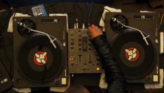 Nuoret DJ kerrotaan, millä painikkeella, yökerho puolue, klikkaa HD Arkistovideo