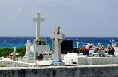 Hautoja pitkin mereen Kuvituskuvat