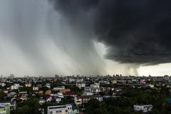Atmosphere building in the city have cloudy and storm before raining on top v Stock Photos
