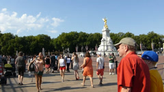 The Queen Victoria Memorial Gardens, Buckingham Palace.  (BUCKINGHAM PALACE--4) Stock Footage