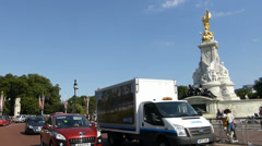 The Queen Victoria Memorial, Buckingham Palace. (BUCKINGHAM PALACE--10a) - stock footage