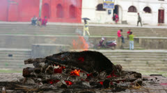 Death corpse burning fire, cremation ceremony, pashupatinath temple, kathmandu, Stock Footage