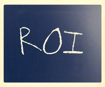 "The word ""roi"" handwritten with white chalk on a blackboard Stock Photos"
