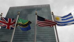 YK Building päämajassa kansainvälisiä lippuja YK: n neuvoston ihmisoikeusvaltuut Arkistovideo