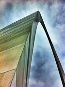 Gateway arch against cloudy sky, st louis, missouri, united states Stock Photos