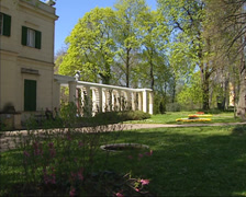 Volkspark Klein-Glienicke, Casino building with gallery at Jungfernsee Stock Footage