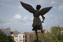 Luku enkelin siivet veistetty puuhun sakramentaalisen cup. Kuvituskuvat