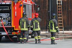 Palomiehiä aikana harjoitus heidän paloasema Kuvituskuvat