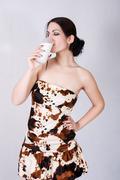 Tyttö maidon Kuvituskuvat