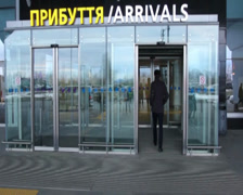 Airport arrival (ᆱArrivalsᄏ sign) with automatic doors, click for HD Stock Footage