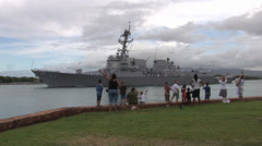 Family waves goodbye as USS Chung Hoon departs Joint Base Pearl Harbor-Hickam Stock Footage