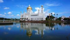 Masjid Sultan Omar Ali Saifuddin Mosque in Bandar Seri Begawan, Brunei Stock Footage