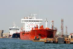 Quay tanker to discharge Stock Photos