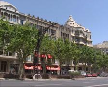 Streetview promenade Passeig de Gracia + Casa Mila Stock Footage