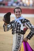 Bullfighter ivan fandiño to the turning of honour with montera hat in his ha Stock Photos