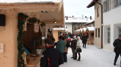 Traditional Christmas market (weihnachtsmarkt) in Mittenwald, Germany Stock Footage