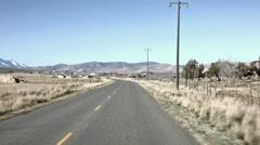 Maaseudun tilan maantietä kohti kaupunkia POV HD 1519 Arkistovideo