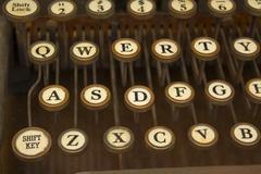 Antique typewriter i Stock Photos