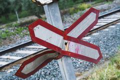 Varoitusmerkki kuluneet tasoristeyksen ilman esteitä Kuvituskuvat