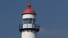 Hellevoetsluis lighthouse, close up lantern + zoom out harbour mouth Stock Footage
