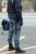 Poliisin mellakka vaihteella kypärät ja patukat Kuvituskuvat