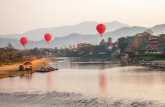 Kuumailmapallojen Sunrise Laos Kuvituskuvat