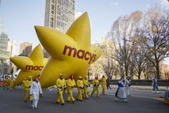 Large yellow Macy's stars at beginning of 2013 Parade Stock Photos