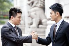 Ambitious business partners reaching an agreement outside a building, Hong Kong Stock Photos