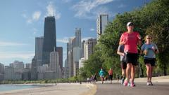 USA, Chicago, Lake Michigan, city skyline, runners Stock Footage