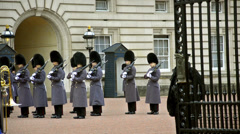 London, change of guards at the buckingham palace Stock Footage