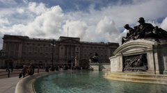London Victoria Fountain at Buckingham Palace Timelapse Stock Footage