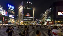Crowds of people at shibuya crossing in tokyo, japan. Stock Photos
