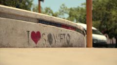 Graffiti jalkakäytävällä Soweto Arkistovideo