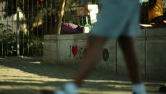 Graffiti jalkakäytävällä Arkistovideo