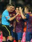 FC Barcelona players discussed with the referee Iglesias Villanueva Stock Photos
