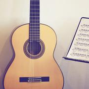 Kitara klassinen jalustalla huomata, retro suodintehosteen Kuvituskuvat
