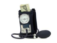Puristamalla rahaa verenpainemansetti Kuvituskuvat