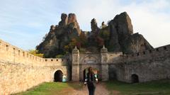 Tourist visiting Belogradchik fortress Stock Footage