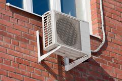 Ilmastointi lämpöpumppu asennetaan seinään. Kuvituskuvat