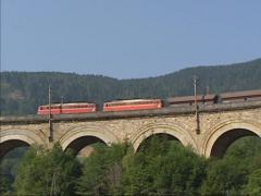 Freight train on curved stone bridge Fleischmann bruck, Semmering Railway e Stock Footage