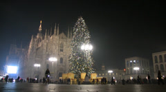 Milan, Piazza Duomo and the Christmas tree. Shopping and crowd Stock Footage