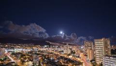 4K, UHD, kaupunkikuva täysikuu nousee maisema Viivästys, HDR, Honolulu, Hawaii Arkistovideo