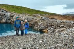 Family near reservoir storglomvatnet (meloy, norge) Stock Photos