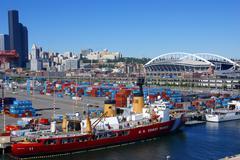 Us coast guard ship on seattle waterfront, Stock Photos