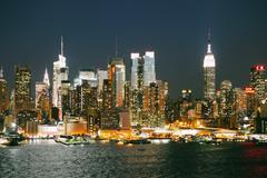 Manhattan & Empire State at night time Stock Photos